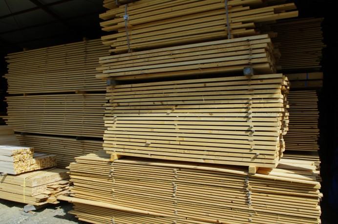 ひのき板を自然乾燥